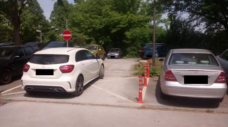 Alltägliches Chaos auf dem Hochschul-Parkplatz
